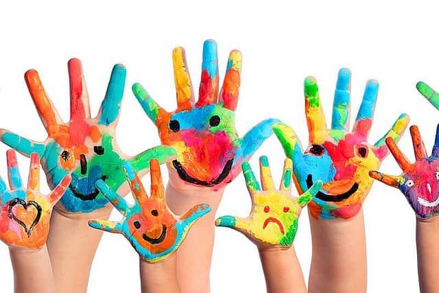 attività-da-fare-a-casa-coi-bambini-mani